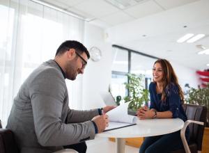 Een nieuwe medewerker in dienst: waar moet je allemaal aan denken?